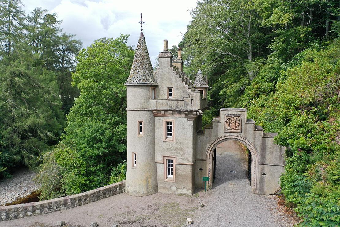 Gatehouse at Bridge of Avon