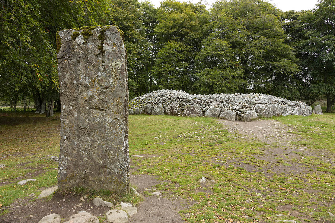 Large cairns with burial chambers