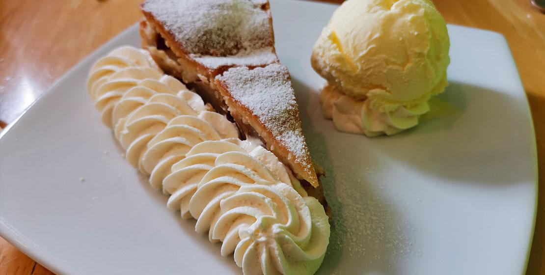 Apple pie, cream and icecream